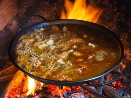 Paella by becoming wood fire recently thrown rice