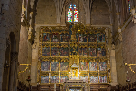 retablo: Retablo en el interior Interior de la iglesia de la Bas�lica de San