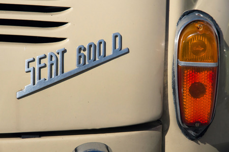 Rear view of the anagram and taillight in a car Seat 600 D Banque d'images
