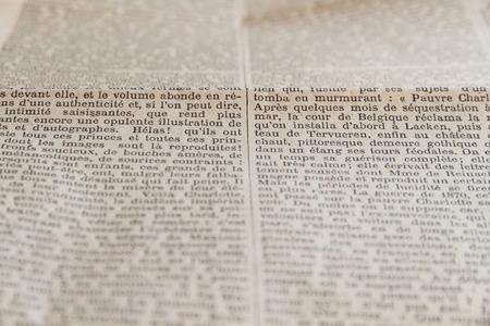 "oude krant: Teksten van oude krant of tijdschrift, in het Frans. Originele Franse krant in 1925 de titel ""Le Temps"". Krant Verdwenen in 1942"