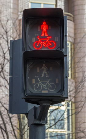 prohibits: Traffic light in red, Which prohibits the passage of pedestrians and cyclists
