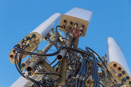 接続と携帯電話のアンテナの配線
