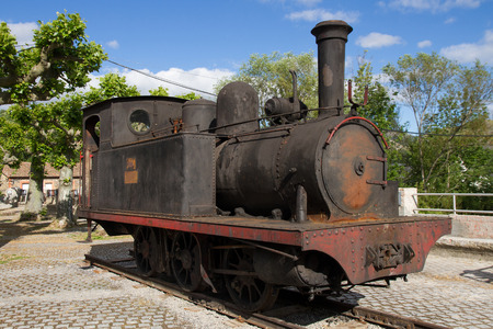 Old Steam Locomotive for the transport of coal exposed in public park 에디토리얼