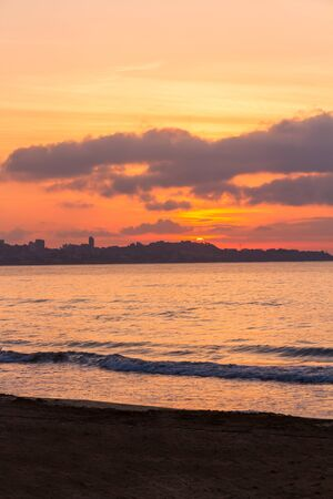 Sunrise from the Postiguet Beach in Alicante Imagens