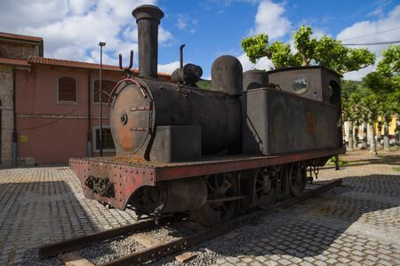 Old Steam Locomotive for the transport of coal exposed in public park Imagens