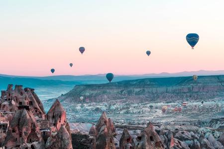 Hot air ballooning in Cappadocia, Turkey Foto de archivo
