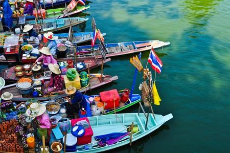 sunday market: Mercado de r�o. Foto de archivo