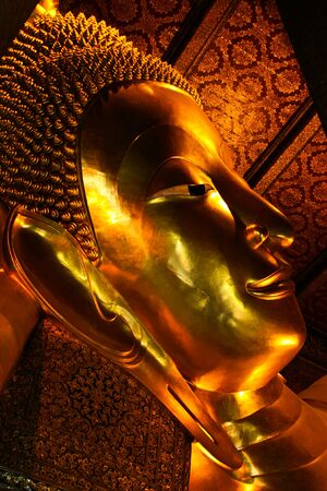 trone: Giant Golden Buddha inside Wat Pho Temple in bangkok, Thailand.