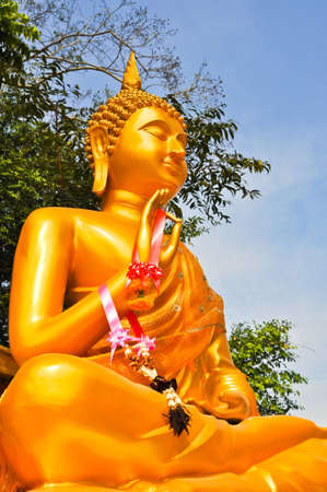 Golden buddha statue Stock Photo - 12437714