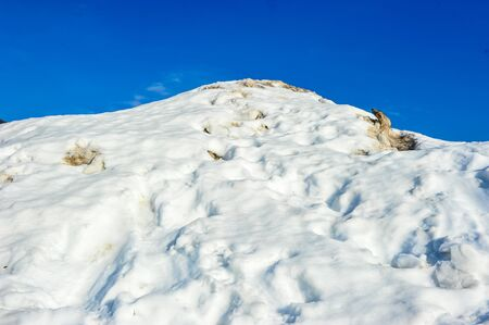 ball lump: Top view of pure white snow mountain