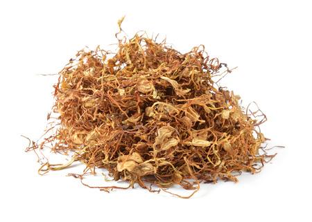 tabaco: Las hojas de tabaco se secaron, cortado en tiras pequeñas llamadas tabaco línea.