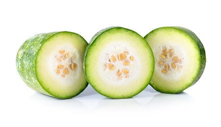 Plakjes Witte Gourd op witte achtergrond