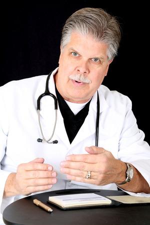 자신의 환자에게 조언을주는 의사