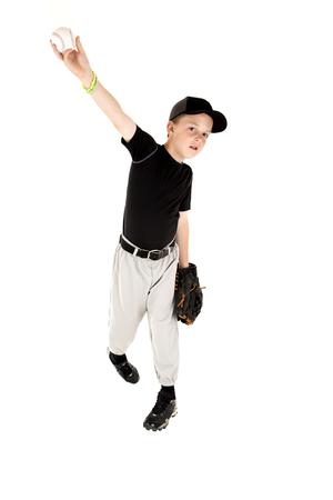 guante de beisbol: joven en uniforme de béisbol lanzando una