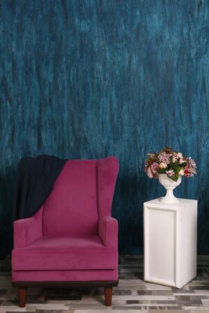 pink armchair on the background of the emerald wall. Vase with Flowers, interior design Фото со стока