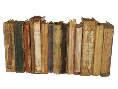 Zeer oude en versleten boeken geïsoleerd op een witte achtergrond.