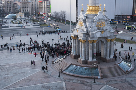 oppositional: KIEV, UKRAINE- FEBRUARY 27, 2016. Anniversary of murder of the oppositional politician Boris Nemtsov. People bring flowers to honor memory of the politician. The meeting at the Maidan Nezalezhnosti