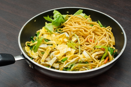 mee pok: Yakisoba Thai style, Thai noodle in pan