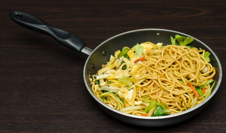 yi mein: Yakisoba Thai style, Thai noodle in pan