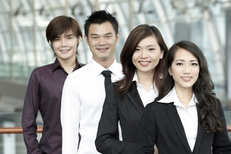 asian business people: Asian Business colleagues standing in a row and smiling