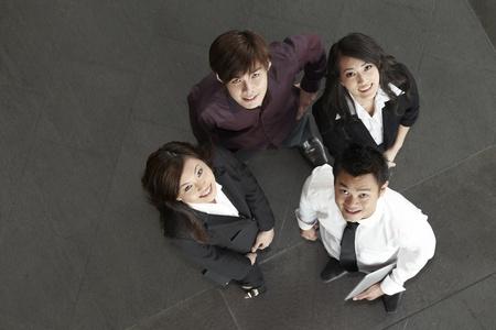 laptop asian: Vista de �ngulo alto de felices hombres de negocios asi�ticos Foto de archivo