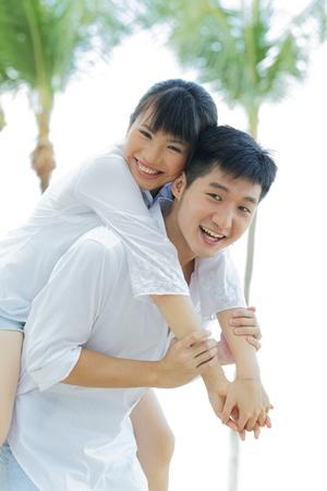 pareja saludable: Retrato de una pareja asi�tica amarse a s� mismos disfrutando de sus vacaciones.