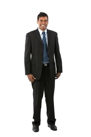 persona de pie: Retrato de cuerpo entero de un hombre de negocios indio. Aislado en un fondo blanco.
