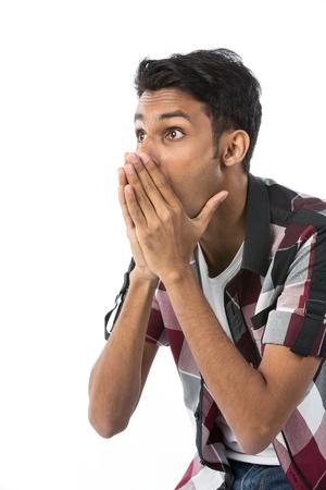 Retrato de hombre joven indio mirando sorprendida Foto de archivo