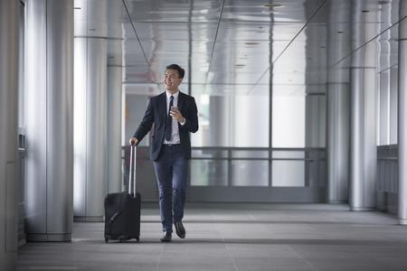 Portrait of a confident asian businessman walking in the city. Banque d'images