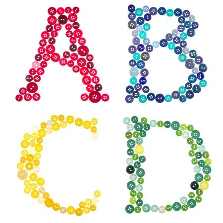 文字 A、B、C、D、撮影ボタンからなされる白い背景の上分離