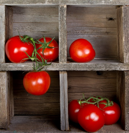 delicious: Tomatoes in a vintage wooden crate, decorative