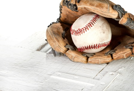guante de beisbol: El béisbol y el guante de un fondo grunge blanco