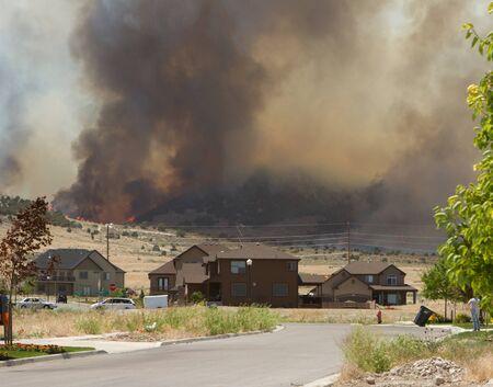 wild fire: Wild fire of forrest fire endangers neighborhood in Utah