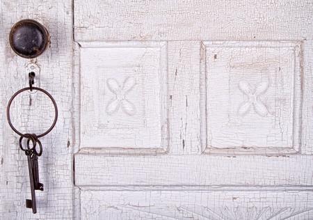 Vintage clave de desbloqueo una vieja puerta agrietado antiguo o vintage Foto de archivo - 14667450