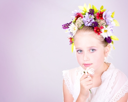 Girl or teen with many flowers in hair 免版税图像