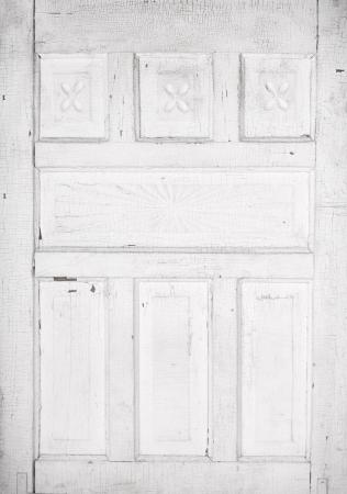 Antique white cracked wooden door panel with architecture detail Standard-Bild
