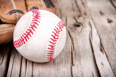 Close-up of baseball and mitt on rustic wooden background Foto de archivo