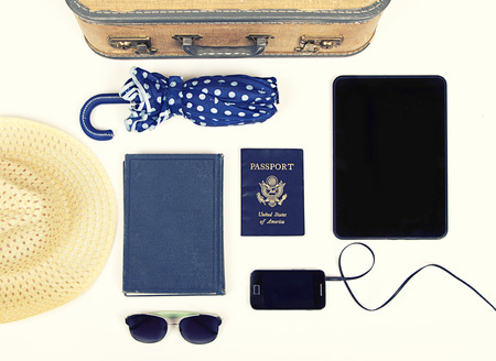 foto carnet: Colecci�n de art�culos de viaje de vacaciones con un filtro de la vendimia