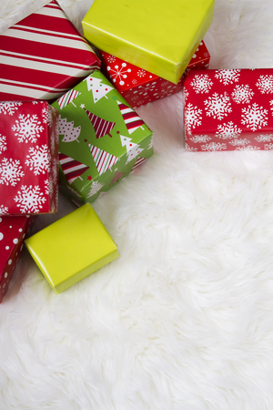 Red, White and Green Christmas presents on a faux fur background.  Foto de archivo