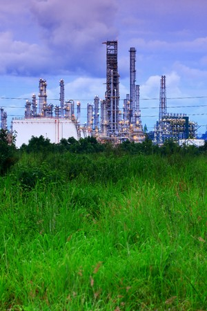 Oil Refinery Amongst The Green Field, Rayong-Thailand Stock Photo - 7301424