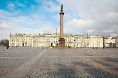 piter: From the 1760s onwards the Winter Palace was the main residence of the Russian Tsars. Many visitors also know it as the main building of the Hermitage Museum.