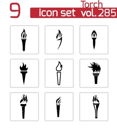 flammes: Vectorielle torche noire ensemble d'ic�nes sur fond blanc