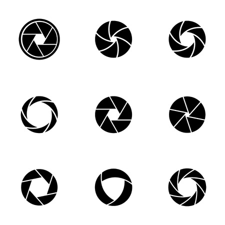 Vector black camera shutter icons set on white background Ilustração