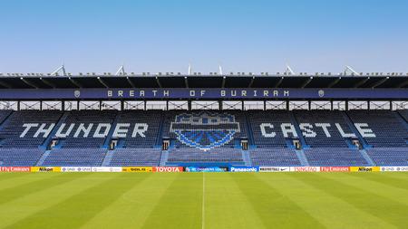 Binnen iMobile stadion van Buriram United op 6 april 2015 Buriram provincie van Thailand. Het stadion werd voorbereid op een grote wedstrijd tussen Buriram United vs Gamba Osaka op dinsdag 7 april 2015.