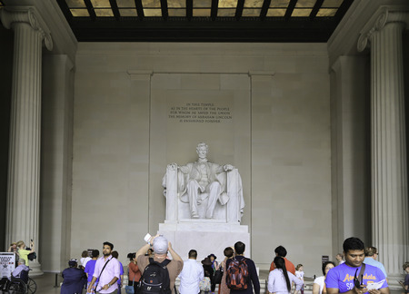 abraham lincoln: On 1st of June 2014 there was many people from many place come to see the statue of Abraham Lincoln inside the white temple in Washington DC USA