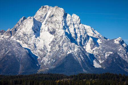 Snow cover mount Moran peak outstanding in blue sky of Grand Teton National Park, Wyoming, USA. Banco de Imagens