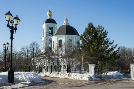 invigorate: Church of the invigorate Power in Moscow-a sunny day in early spring