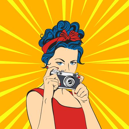 Vector illustratie van de pop art mooie jonge vrouw. Retro stijl. Fotograaf  vrouw met fotografische camera.