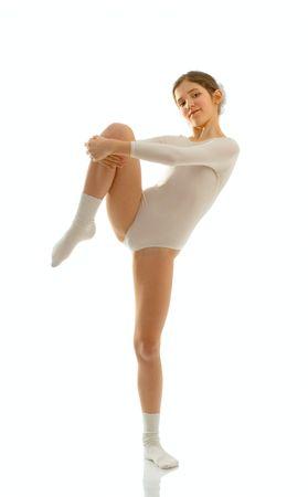 ba�arse: Retrato de muchacha adolescente linda bailarina de ballet aisladas en blanco