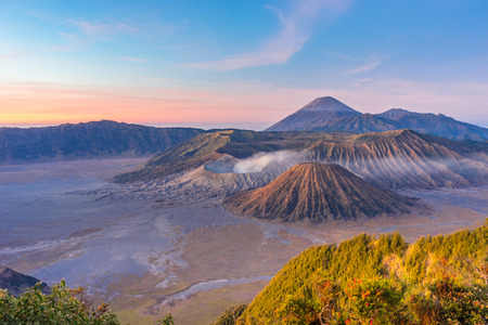 Sunrise at Bromo mountain, Indonesia Reklamní fotografie - 32675557